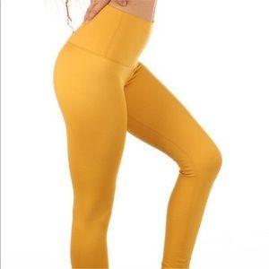 Mika Yoga Wear Kaya leggings, size S.